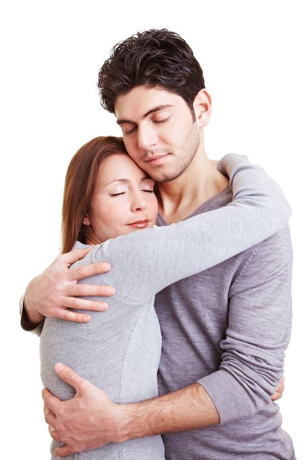 Homem de abraço da mulher fotografia de stock royalty free