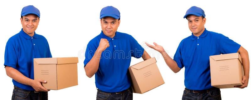 Homem de entrega asiático novo no uniforme azul fotos de stock