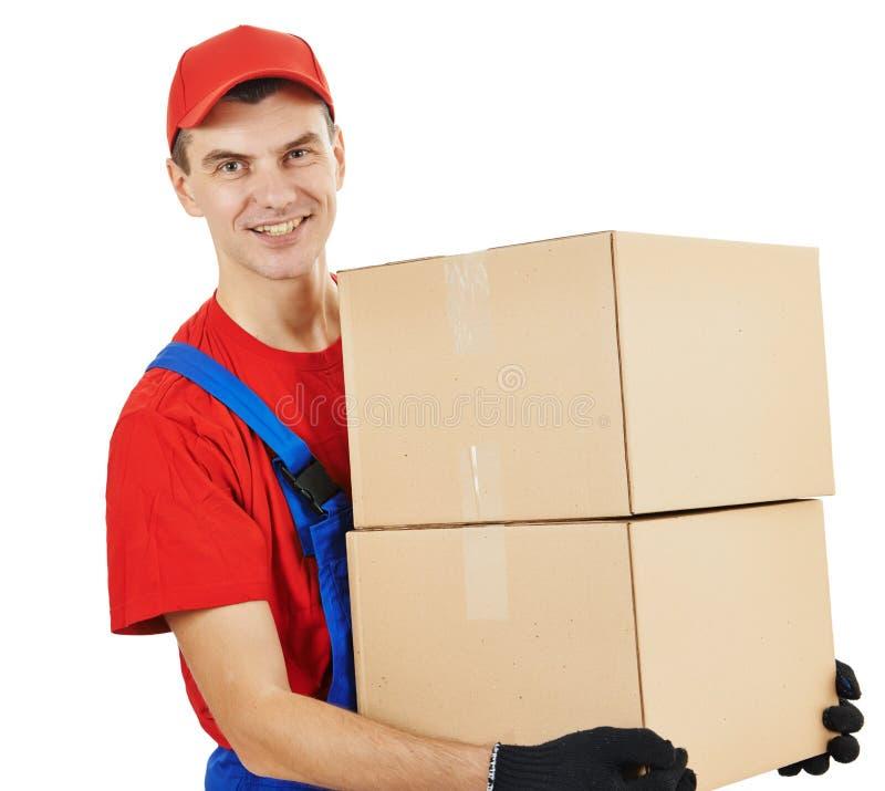 Homem de entrega com caixa e cartão fotos de stock royalty free