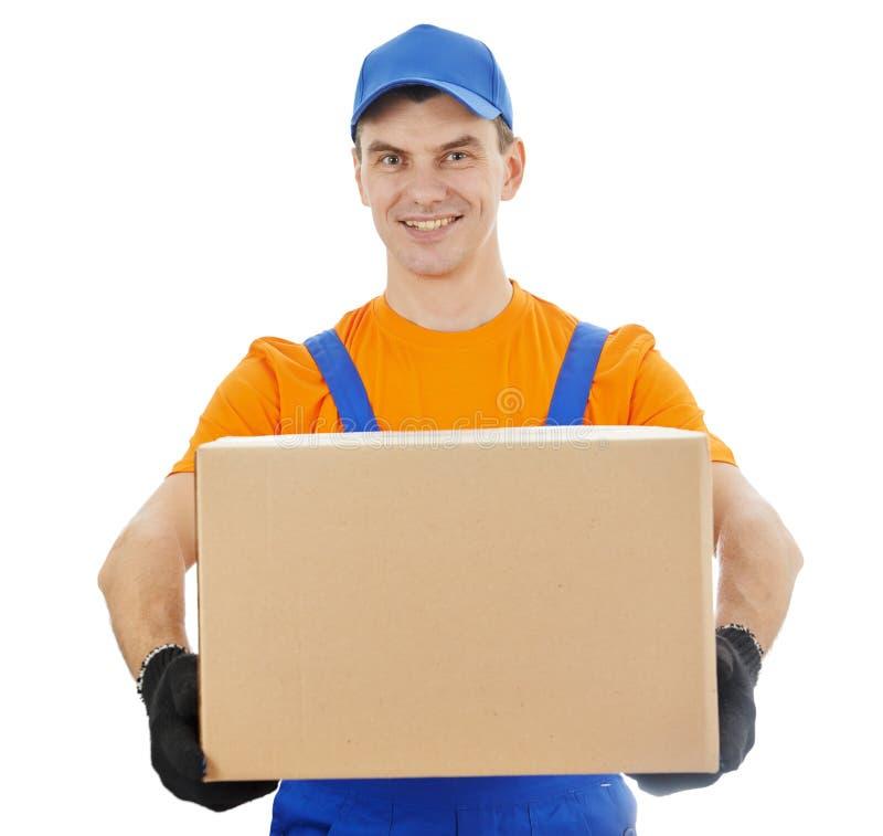Homem de entrega com caixa e cartão fotos de stock