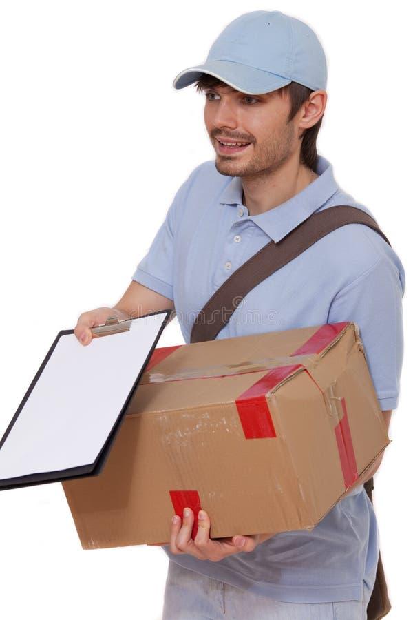 Homem de entrega com pacote fotos de stock