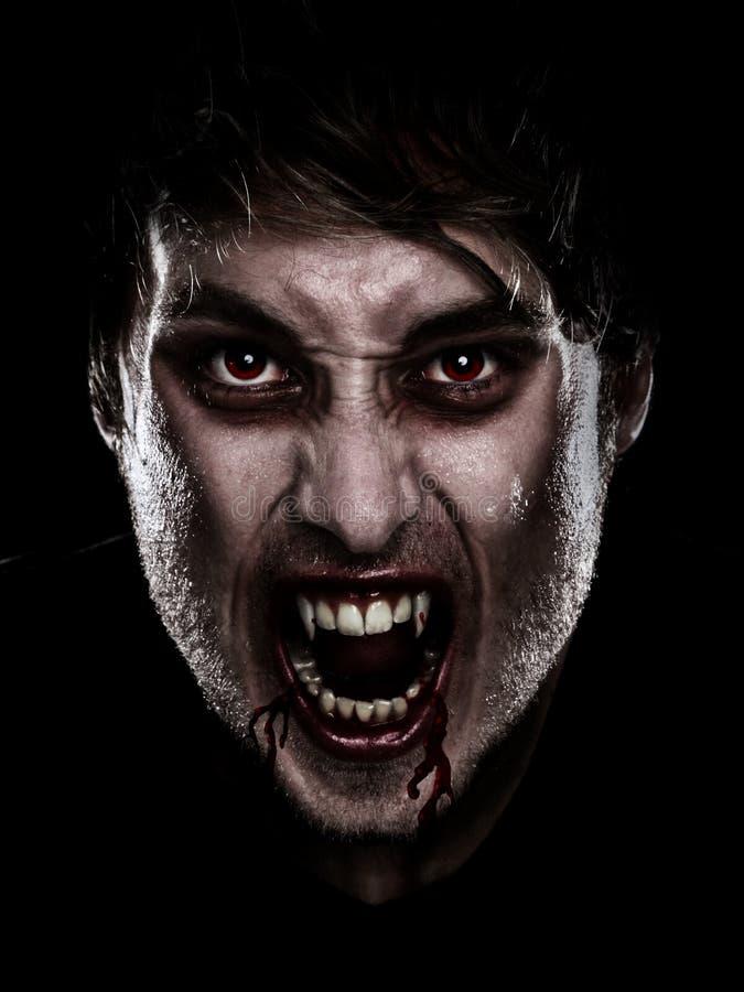 Homem de Halloween do vampiro fotografia de stock