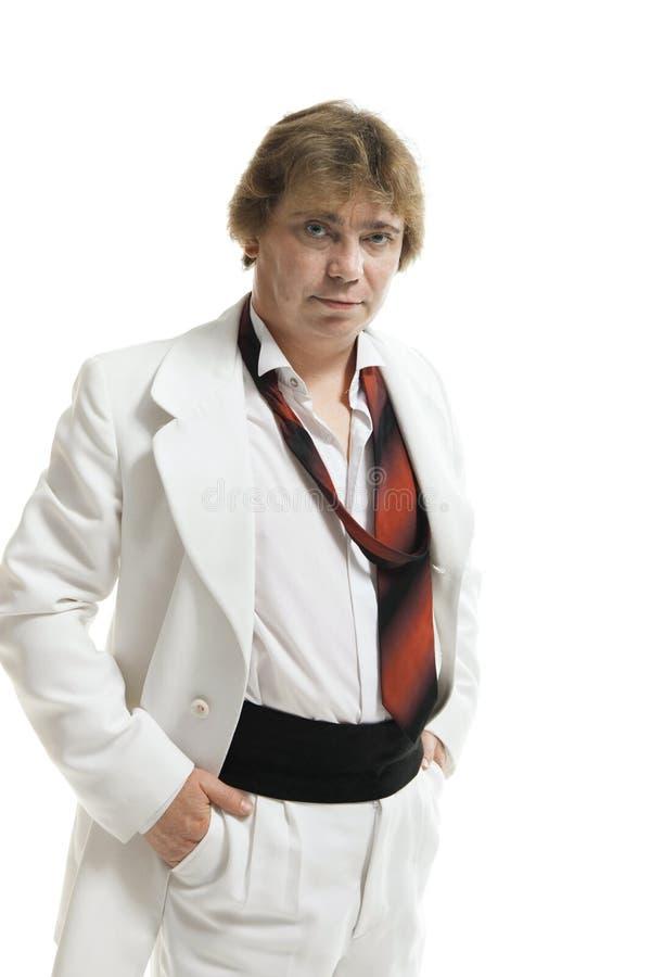 Homem de meia idade em um terno branco imagem de stock
