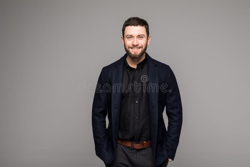 Homem de negócio à moda seguro com a barba no terno fotografia de stock