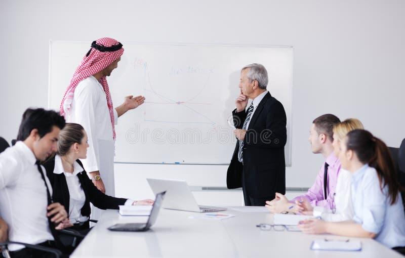 Homem de negócio árabe na reunião imagem de stock royalty free