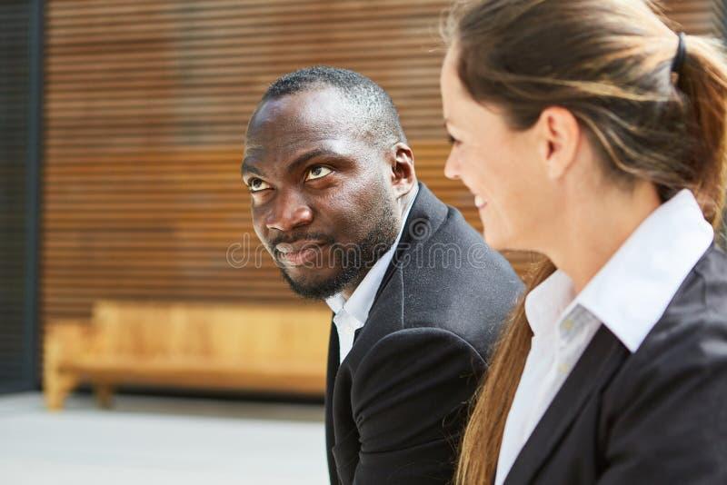 Homem de negócio africano e um colega foto de stock royalty free