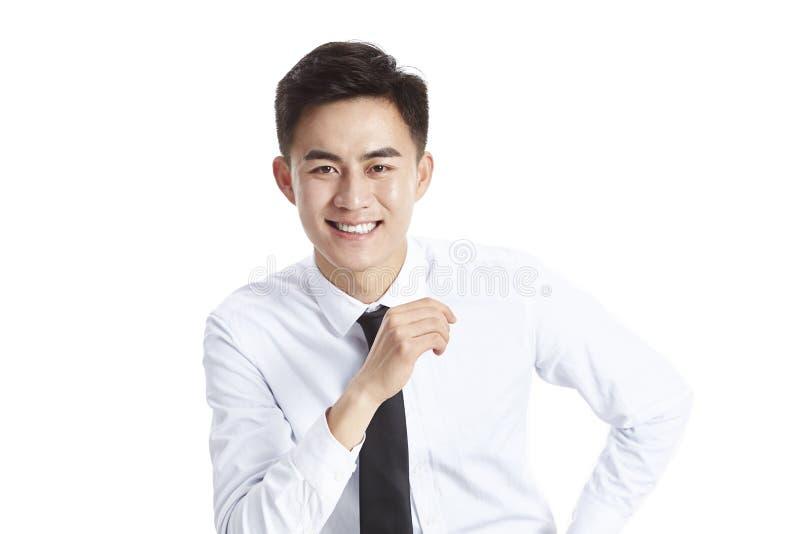 Homem de negócio asiático do retrato do estúdio fotos de stock royalty free