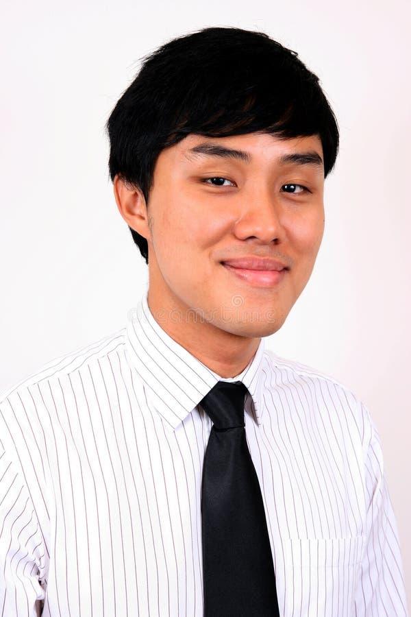 Homem de negócio asiático novo e confiável. imagens de stock