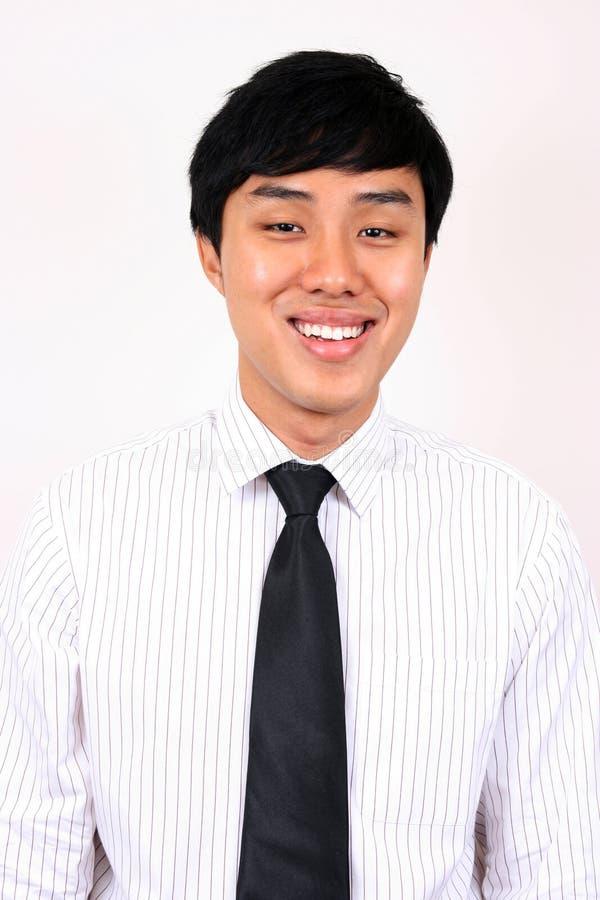 Homem de negócio asiático novo e confiável. imagem de stock