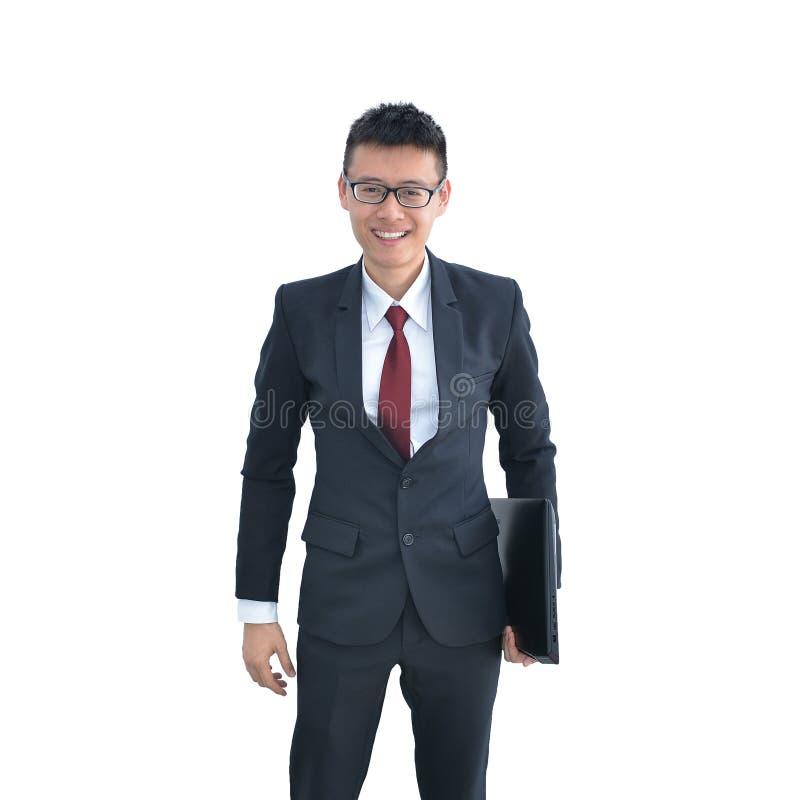 Homem de negócio asiático que mantém o laptop isolado no CCB branco imagens de stock royalty free