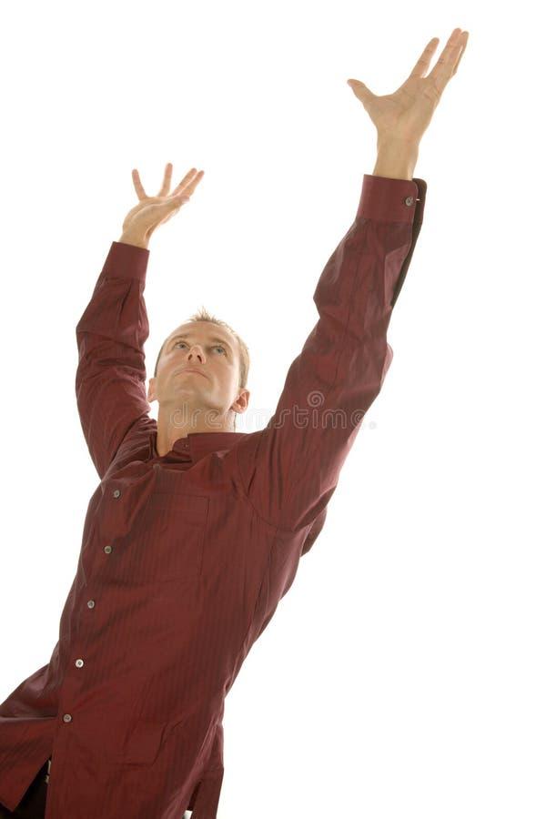 Homem de negócio bem sucedido que alcanga acima com seus braços fotos de stock royalty free