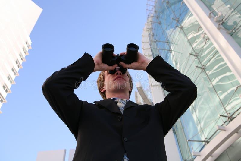 Homem de negócio com binóculos fotos de stock