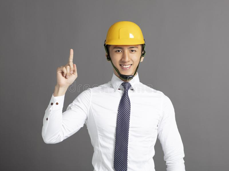 homem de negócio com capacete da construção foto de stock