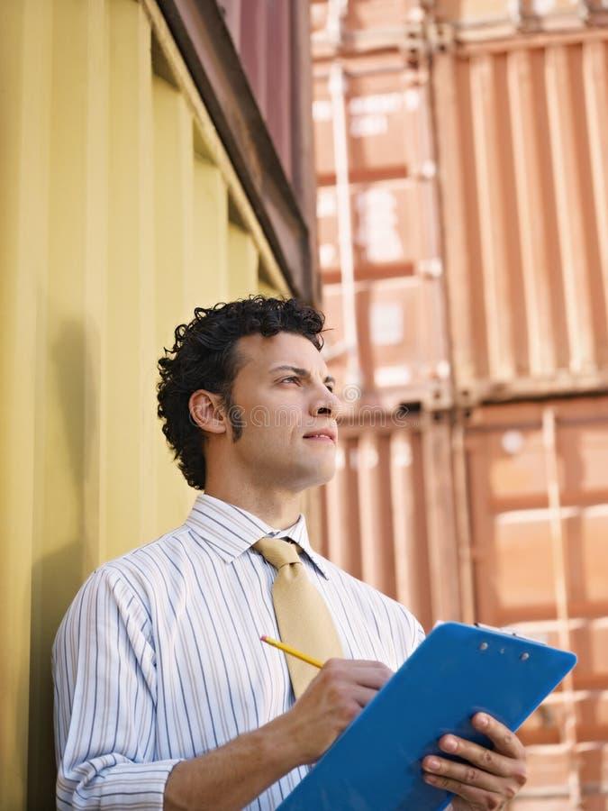 Homem de negócio com contentores fotografia de stock royalty free