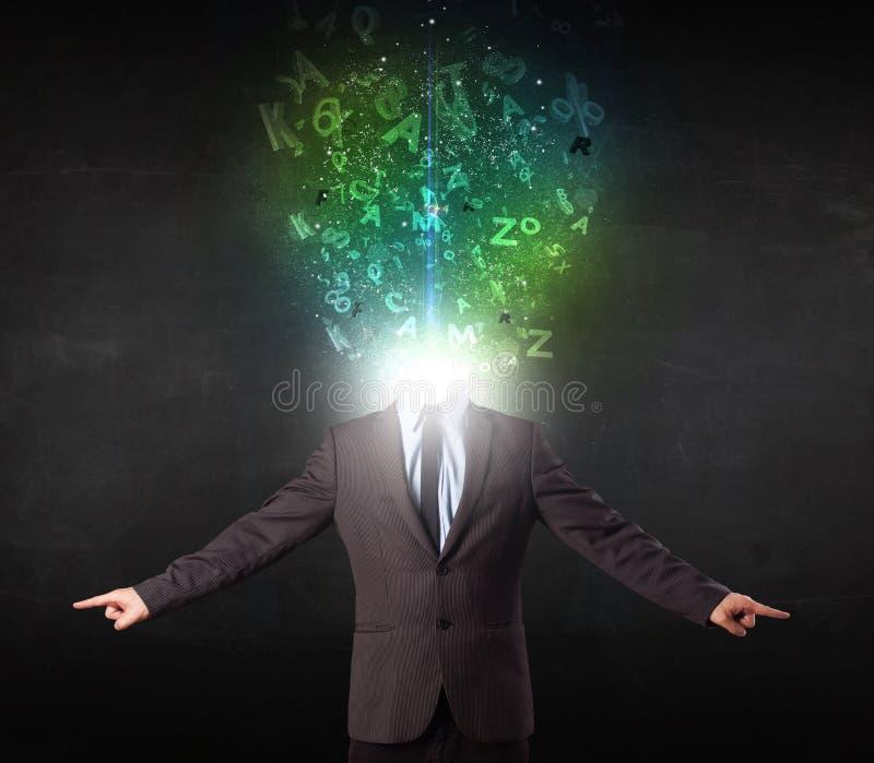 Homem de negócio com letras de incandescência abstratas na cabeça fotografia de stock