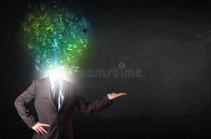 Homem de negócio com letras de incandescência abstratas na cabeça fotos de stock