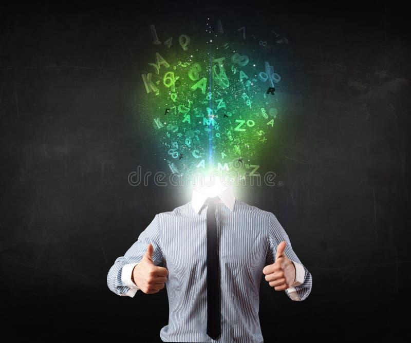 Homem de negócio com letras de incandescência abstratas na cabeça foto de stock