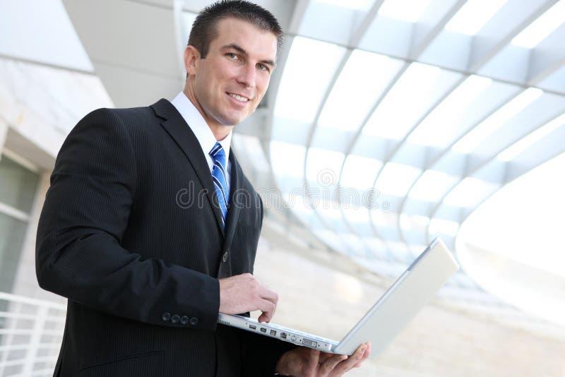 Homem de negócio com portátil fotografia de stock