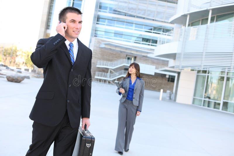 Download Homem De Negócio Considerável No Telefone Imagem de Stock - Imagem de falar, stylish: 10053007