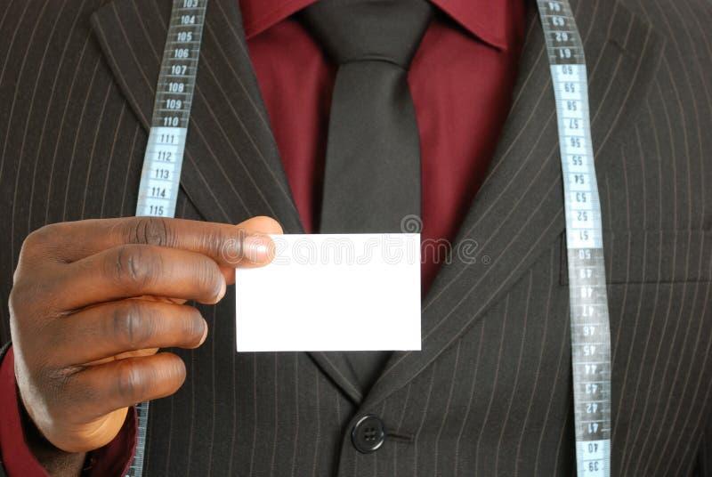 Homem de negócio do alfaiate com cartão foto de stock royalty free