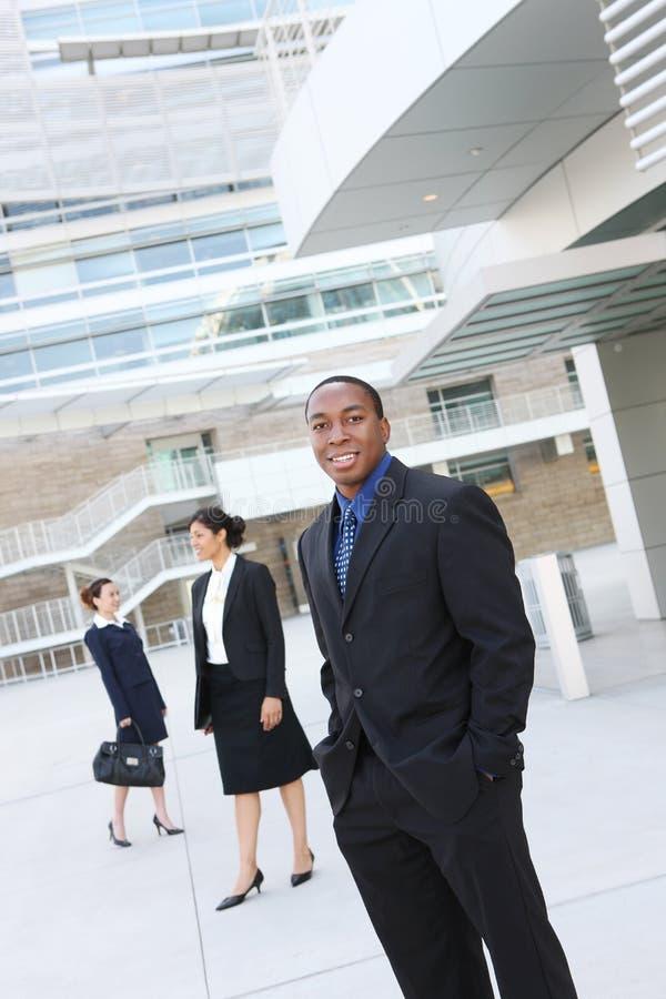 Homem de negócio do americano africano com equipe fotos de stock royalty free