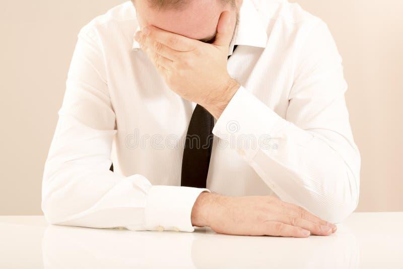 Homem de negócio do esforço emocional foto de stock