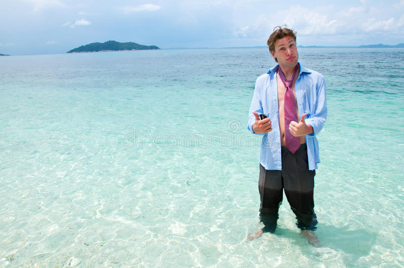 Homem de negócio engraçado na praia fotografia de stock royalty free