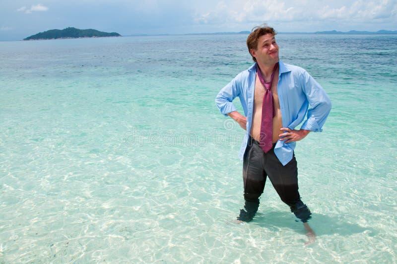 Homem de negócio engraçado na praia imagem de stock royalty free