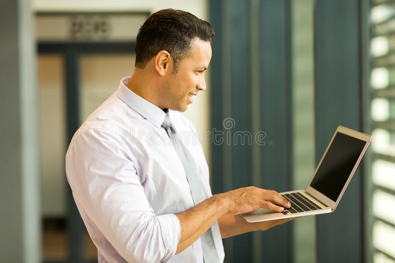Homem de negócio envelhecido meio imagem de stock royalty free