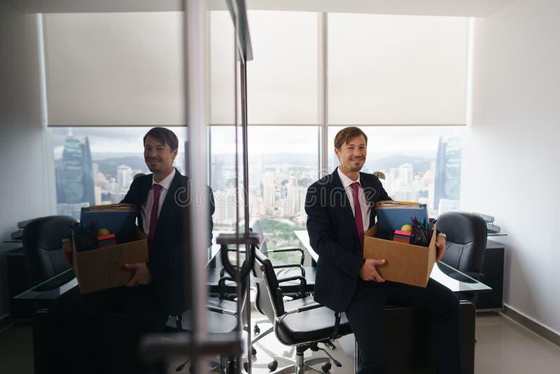 Homem de negócio feliz do retrato apenas contratado para o trabalho incorporado novo fotos de stock