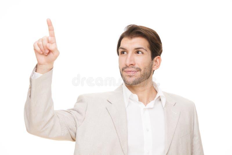 Homem de negócio feliz moreno caucasiano que aponta o dedo isolado no branco foto de stock royalty free