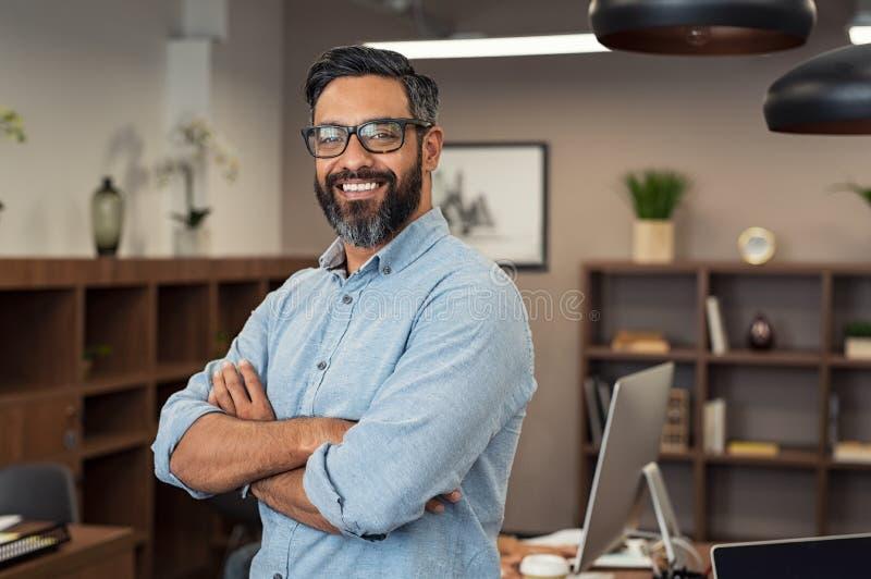 Homem de negócio maduro da raça misturada foto de stock royalty free