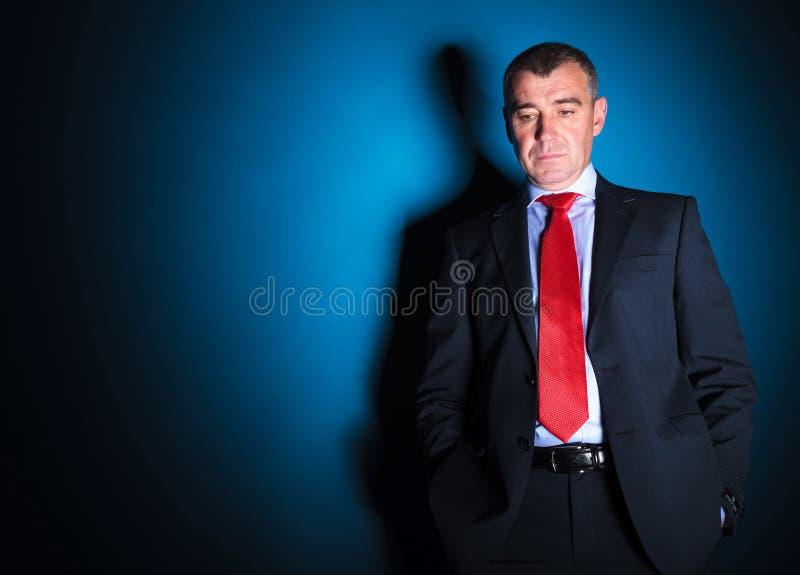 Homem de negócio maduro que olha triste fotografia de stock
