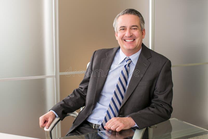 Homem de negócio no escritório fotos de stock royalty free