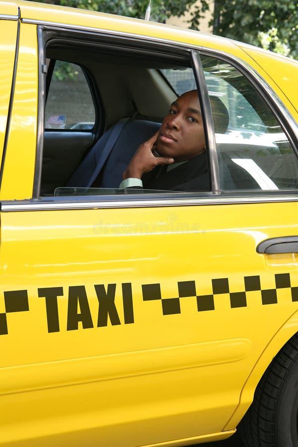 Homem de negócio no táxi foto de stock