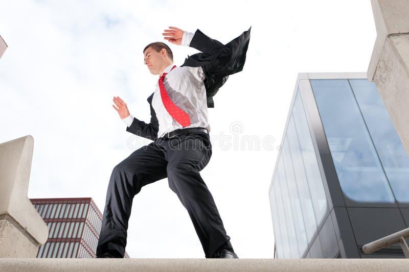 Homem de negócio novo de salto imagem de stock