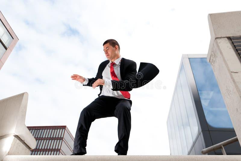 Homem de negócio novo de salto fotografia de stock