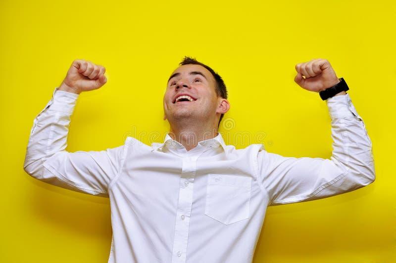 Homem de negócio novo que comemora 02 imagens de stock royalty free