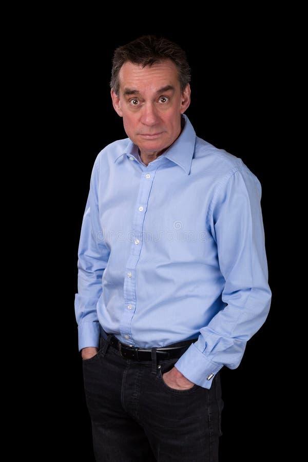 Homem de negócio olhando fixamente chocado surpreendido na camisa azul fotos de stock royalty free
