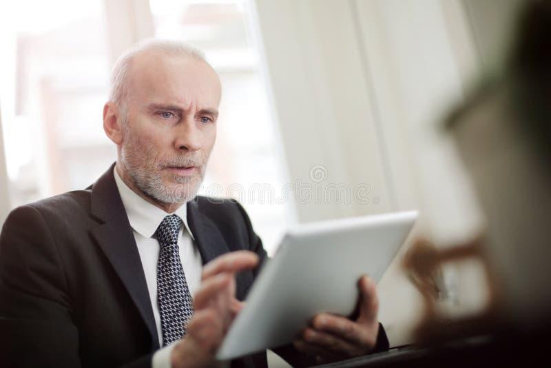 Homem de negócio pensativo foto de stock royalty free
