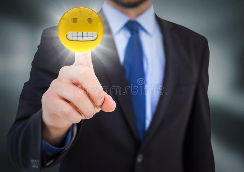 Homem de negócio que aponta no emoji com o alargamento na sala cinzenta obscura ilustração do vetor