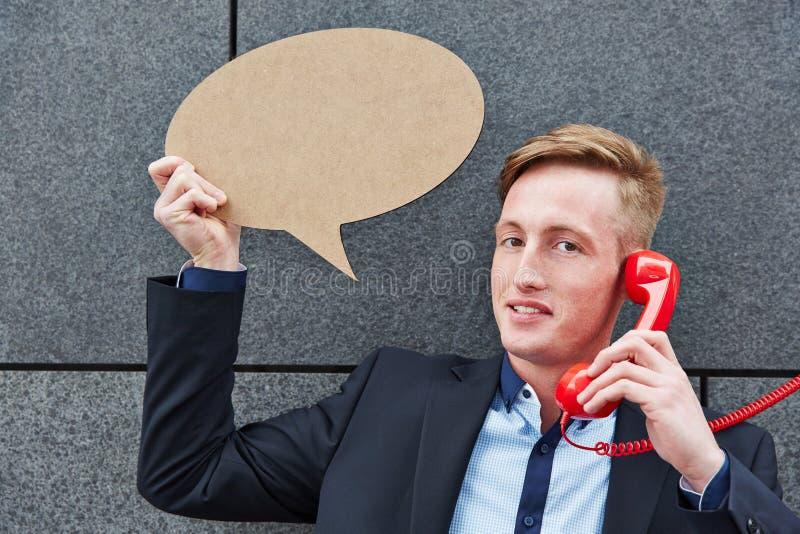 Homem de negócio que guarda a bolha do discurso imagens de stock