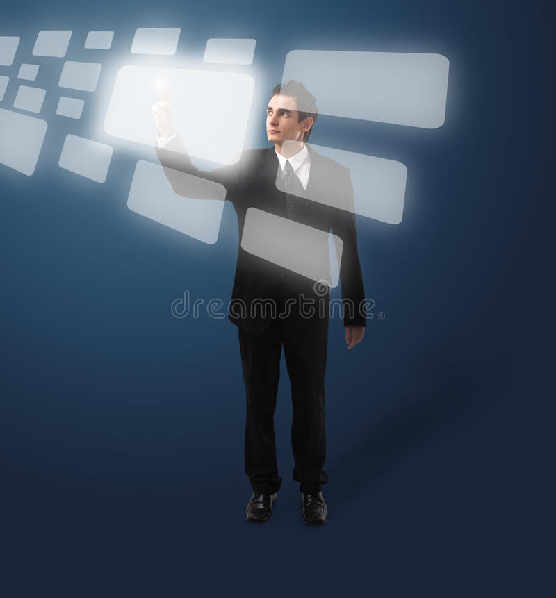 Homem de negócio que pressiona a tecla foto de stock