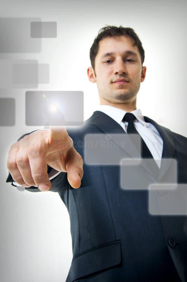Homem de negócio que pressiona uma tecla do écran sensível imagem de stock