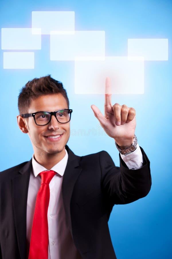 Homem de negócio que pressiona uma tecla do écran sensível imagens de stock royalty free