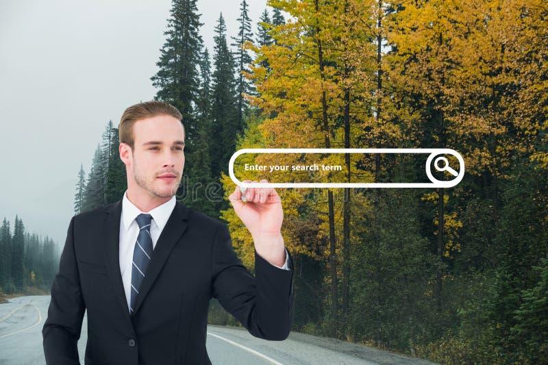 Homem de negócio que tira uma barra da busca na estrada imagem de stock