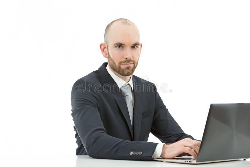 Homem de negócio que trabalha no computador imagem de stock