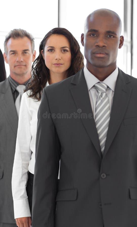 Homem de negócio sério com grupo no fundo foto de stock royalty free