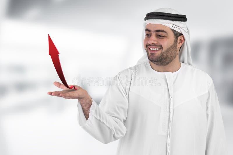 Homem de negócios árabe com um negócio do diagrama de carta imagem de stock royalty free