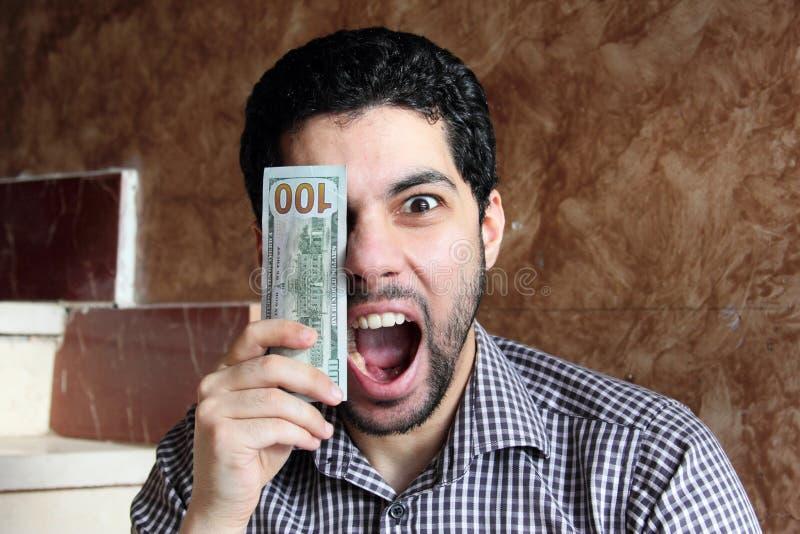Homem de negócios árabe feliz com dinheiro fotos de stock royalty free